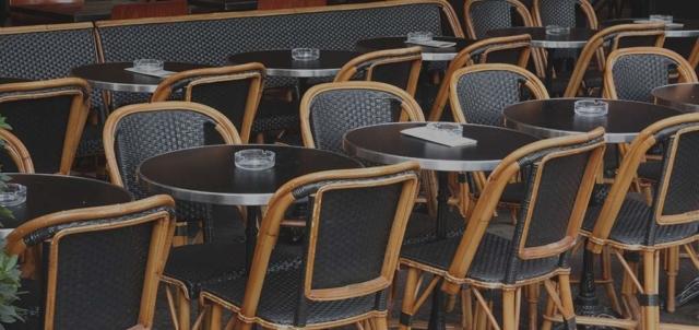 chaises de terrasse parisienne