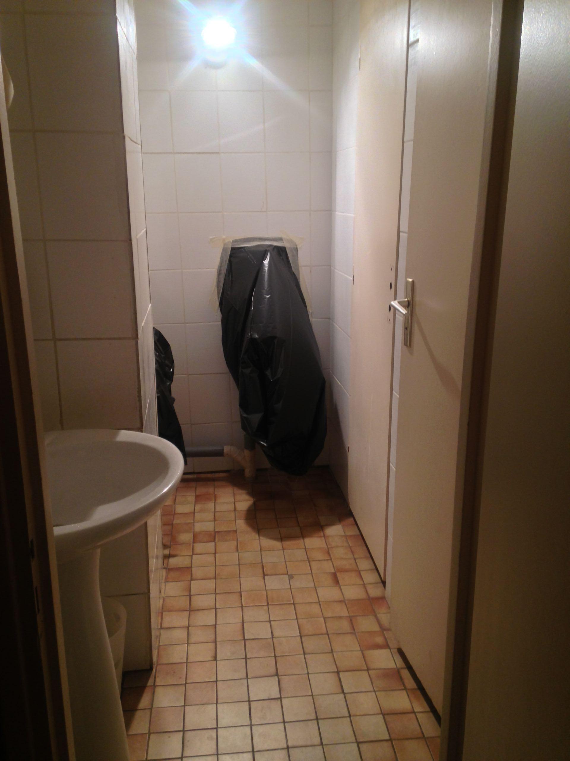 Les toilettes Hommes avant